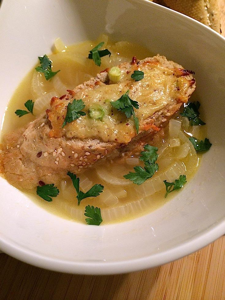 Uiensoep-met-mosterbroodjes-Francesca-Kookt