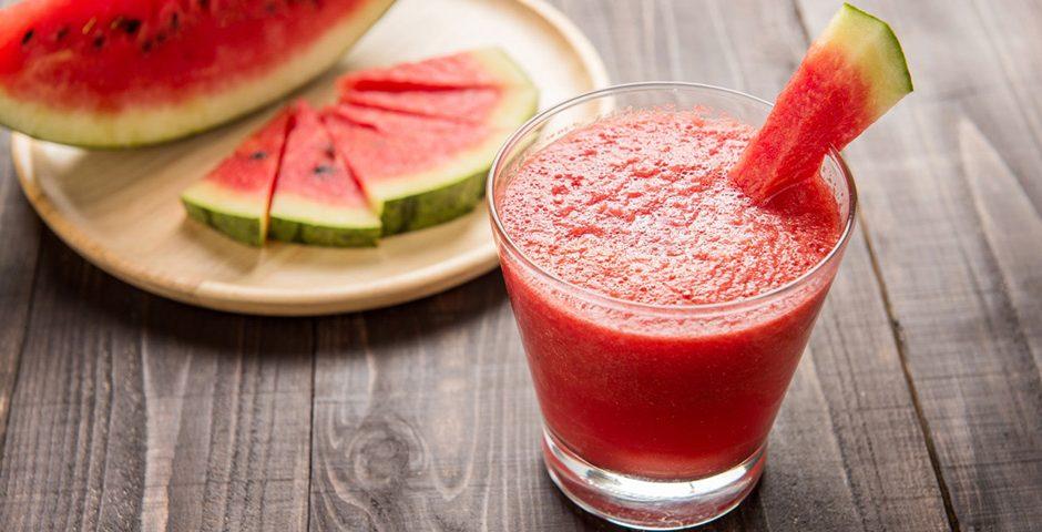 Zomerse smoothie met watermeloen
