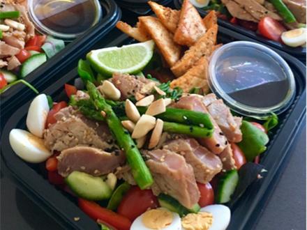 Salade met tonijnsteak