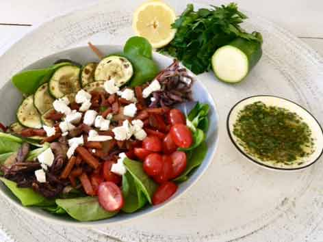Salade met vegaspekjes